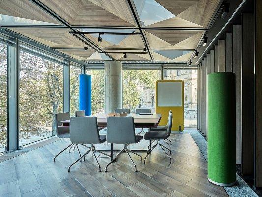 Pilt 4 - Olulise tähtsusega on eraldi ruumid, kus inimesed saavad kohtuda, ideid vahetada ning esitada oma mõtteid. (Tool &Tool)
