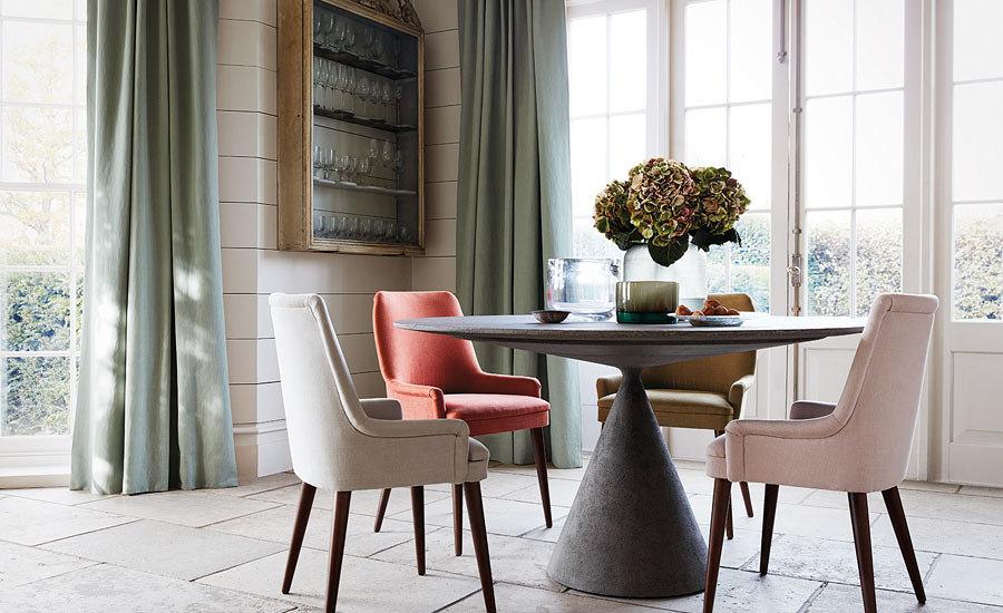 Palju kohtab roosat ja terrakotat, nii rahulikke pastelseid kui ka intensiivseid toone, aktsendiks ploomilillat.