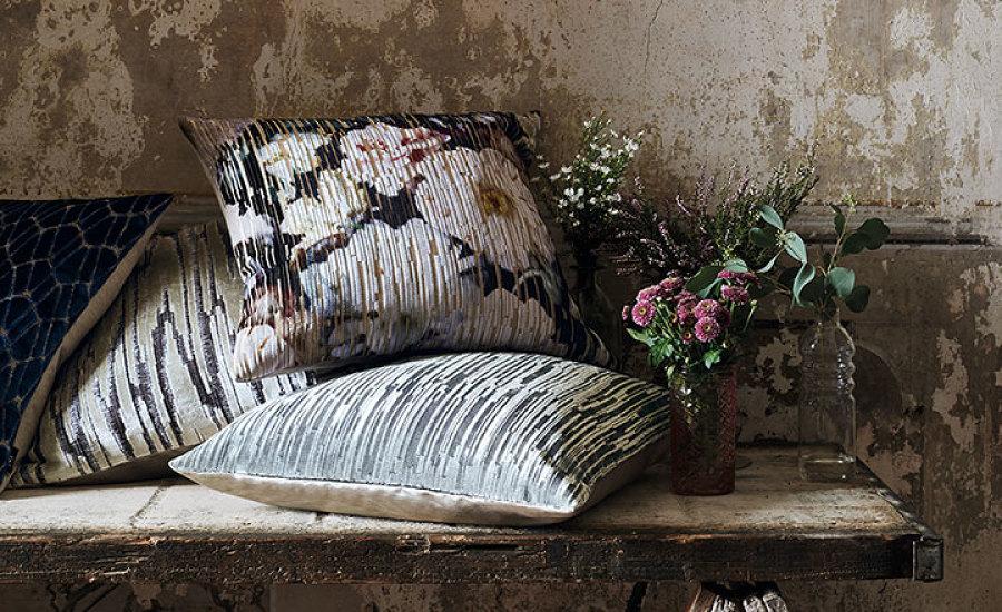 Lillemuster on tagasi maaliliste printide näol. Lillelised dekoratiivpadjad on suurepärane viis tuua koju romantilist meeleolu.