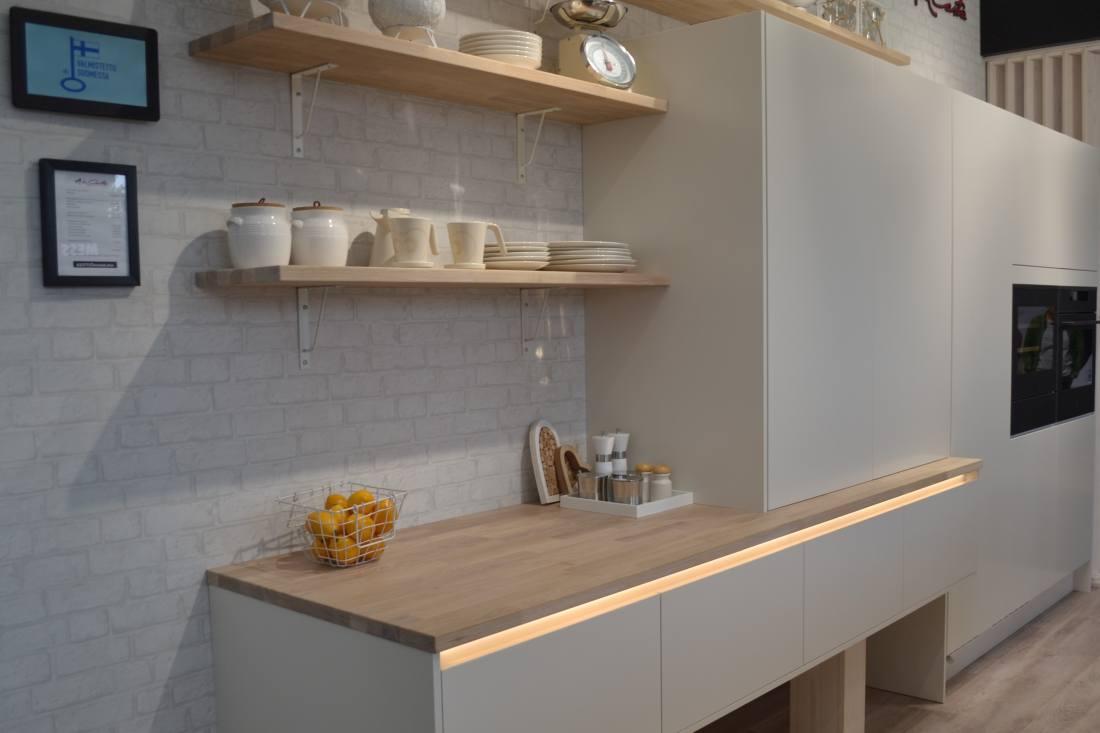 Pilt6-Soomes Kouvola elamumessil sai näha plekivaba mattmusta köögimööblit