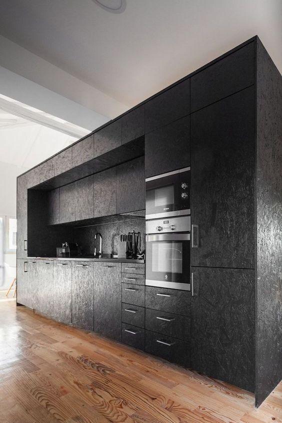 OSB-plaadist tehtud köögimööbel.