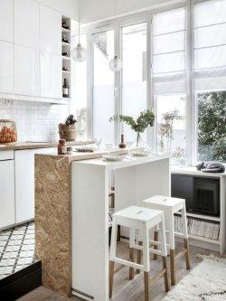 OSB-plaadiga tehtud köögisaar-söögilaud.