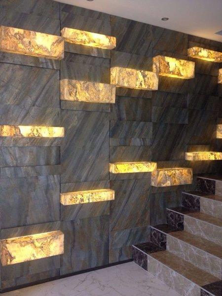 Kivispoon trepihalli seinal