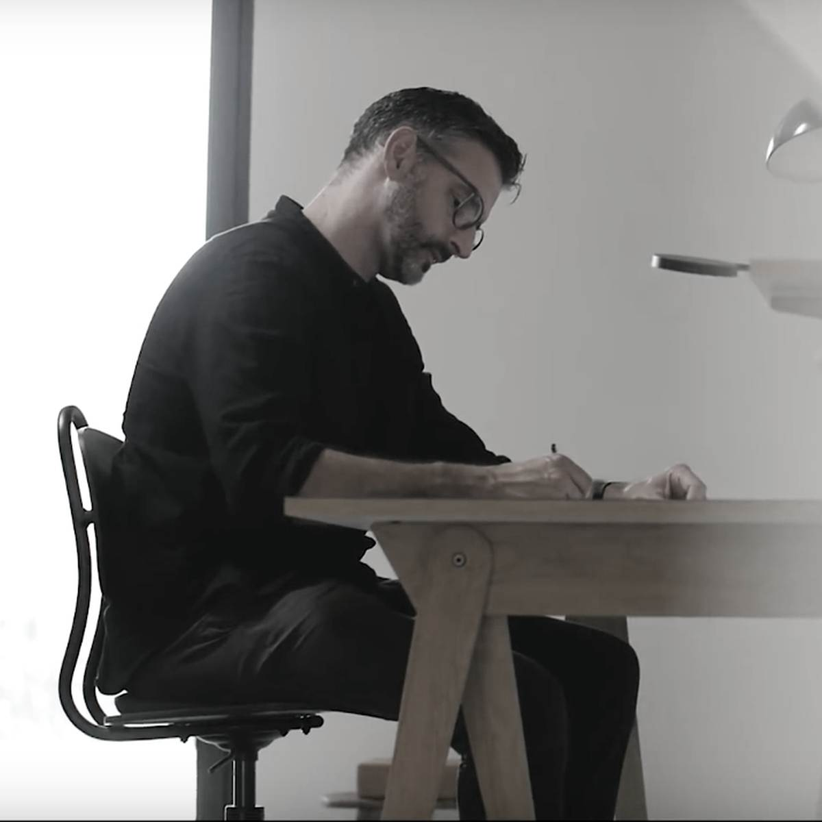 """Intervjuu mööblidisaineri Michael Hilgersiga: """"Loogiline on töötada vineeriajaloo epitsentris"""""""