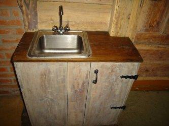 Tööpinna õli sobib uuele või täielikult puhastatud puitpinnale sisetingimustes (näiteks tööpinnad köögis, toolid, lauad, vannitoa mööbel).
