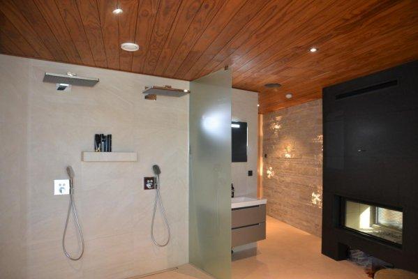 Pilt 14 - Sauna eesruum. Paremal on must kamin, mille teine poole on elutoas.