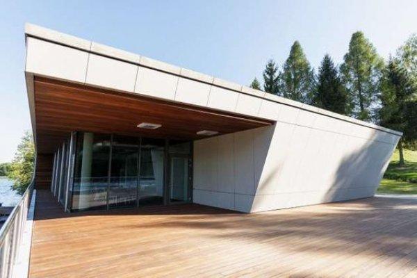 Pilt 3 - Holz Bio puidukaitsevahendiga viimistletud maja katuse puitdetailid Poolas.
