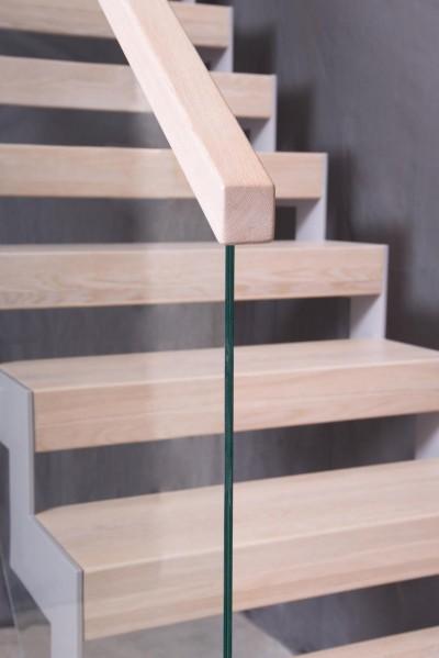 Pilt 11 - Metalli, klaasi ja puiduga trepilahendus.