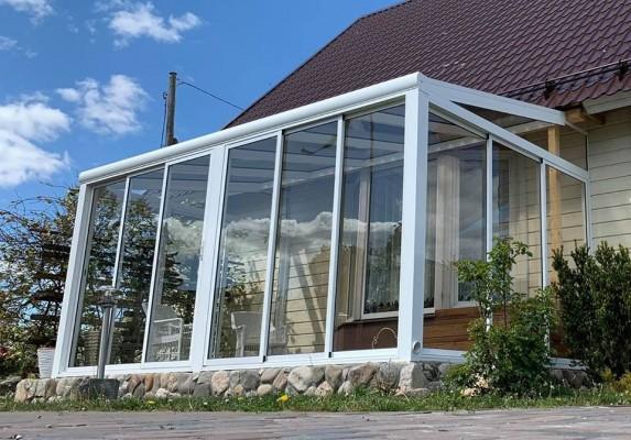 Pilt 2 - Klaasitud terrass ja nutikas kasvuhoone teevad aiaelu mugavaks