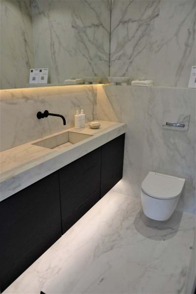 Pilt 6 - Must ja marmor tualetis.