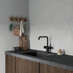 Pilt 6 - Damixa Touchless puutevaba must segisti köögis.