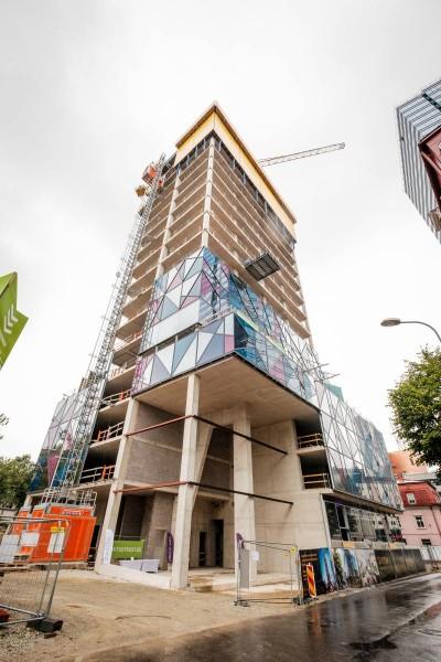Pilt 2 - Baltikumis ainulaadne klaasfassaad: nimelt hakkab silmapaistva hoone 26 korrust tulevikus ümbritsema 898 värvilist elementi
