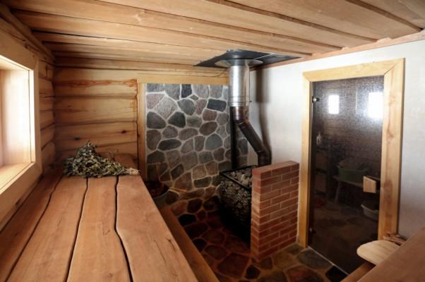 Pilt 2 - Kanditud seintega palkmaja leiliruum