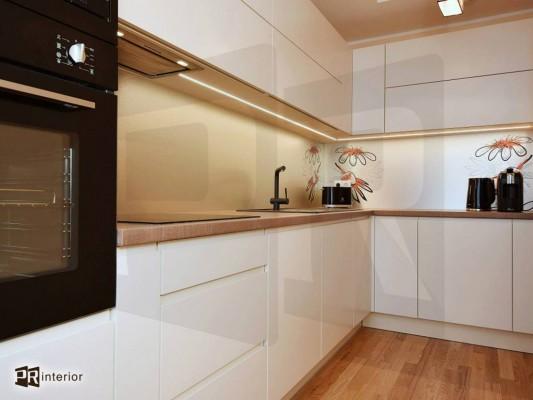 Pilt 4 - Led-valgusega fotoklaas köögi tööpinna taga