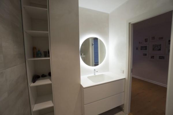 Pilt 4 - Vannitoamööbel - valamu kunstkivist Staron ja mööbel niiskuskindlast värvitud MDFist. AR Disain OÜ