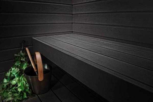 Pilt 5 - Musta värvi saunalava, millele annavad aktsenti teist tooni aksessuaarid.