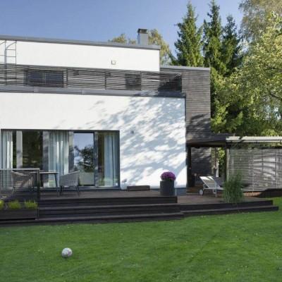 Modernse arhitektuuriga kivimaja - valgusküllane kodu lapsepõlvemaal