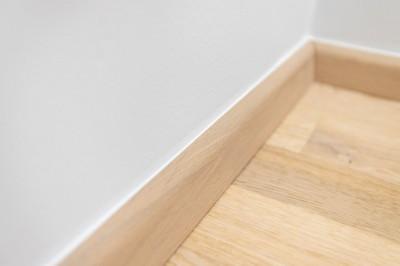 Põrandaliistu servad on akrüülitud, et seinaga ühte voolavust rõhutada. - 8