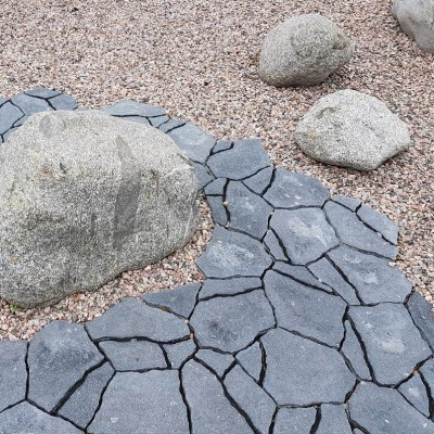 Hall Luotokivi, pruun graniit ja maakivid. - 3