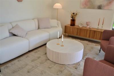 Mööbli vormidest domineerisid eluruumides ümarad vormid. - 4