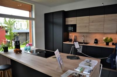 Köögimööbli fassaad - must on kombineeritud puiduga - 13