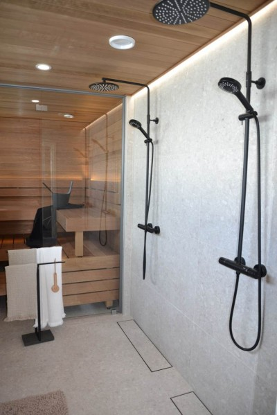 Saun-pesuruumid olid avarad, enamasti kahe dušiga ja moodsa pikliga äravoolu renntrapiga. - 4