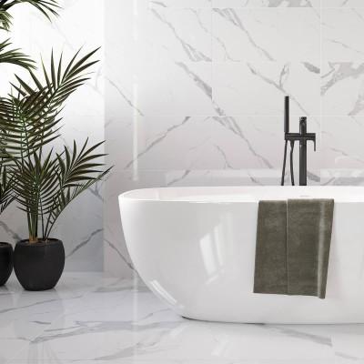 Marmori imitatsiooniga keraamilised plaadid vannitoas - 1