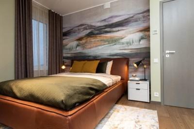 Konjakivärvi voodi on maskuliinne, aga ei mõju siiski liialt jõuliselt. - 6