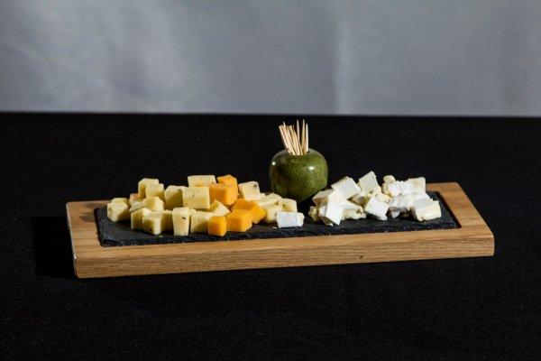 3 - puidust juustukandik