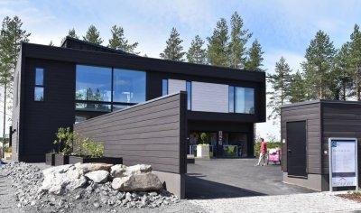 2 - Puitvilla RIIHI uksed Soome elamumessil 2016 on valmistatud Haapsalu Uksetehases
