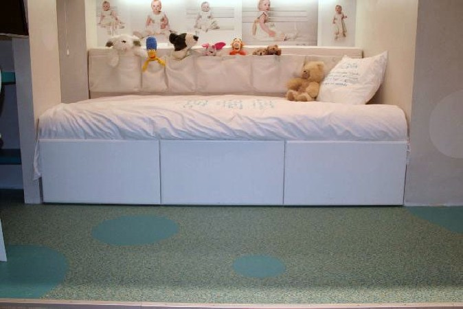 Lastetuba, disain Aet Piel; põrand Floorin; voodi karkass Arens; voodi päis, Borg; fototapeet, Artprint