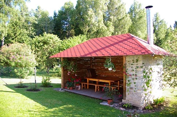 Kodu Tarbja külas Paide vallas (Linda ja Lembit Blehner)