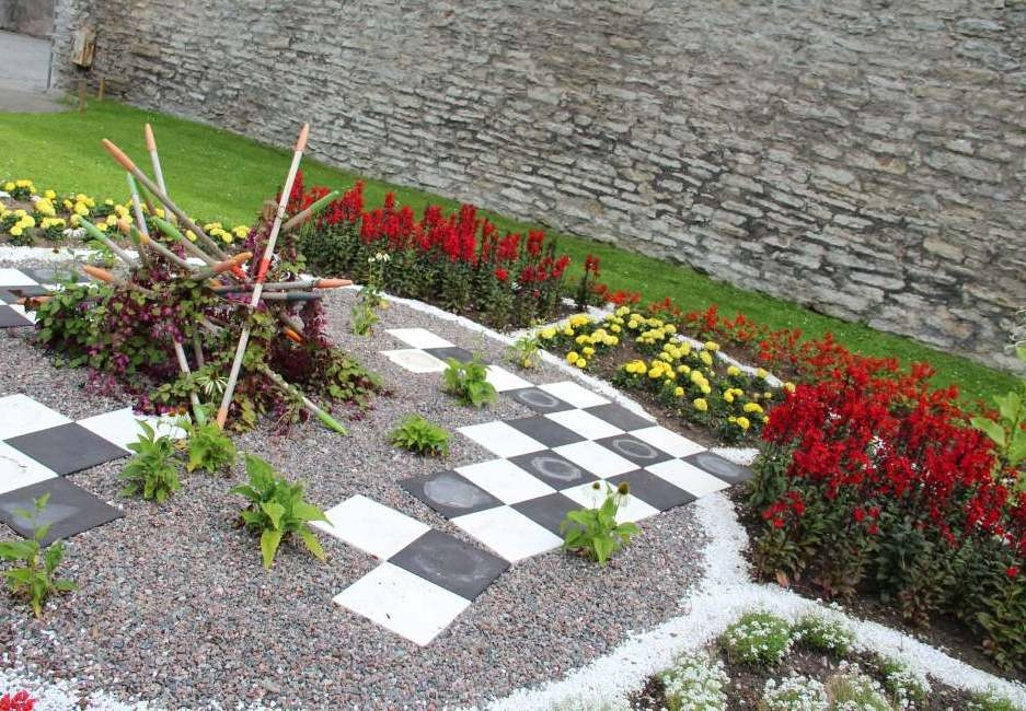 """Inspiratsiooni aiakujunduseks """"Lillede mäng"""" ja """"Universaalne (aia)disain"""""""