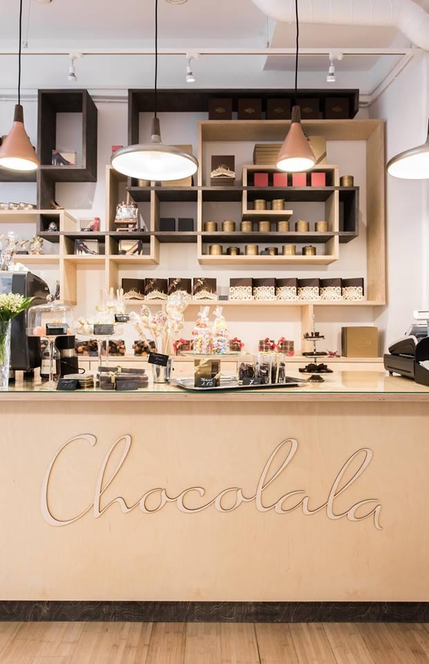 Poe värvide valik beeži ja pruuni näol on loomulikult inspireeritud šokolaadist.