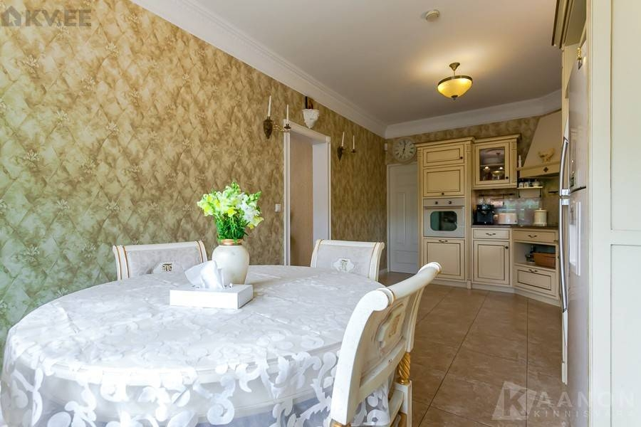 Ülimalt luksuslik Itaalia stiilis suur eramu Tiskres