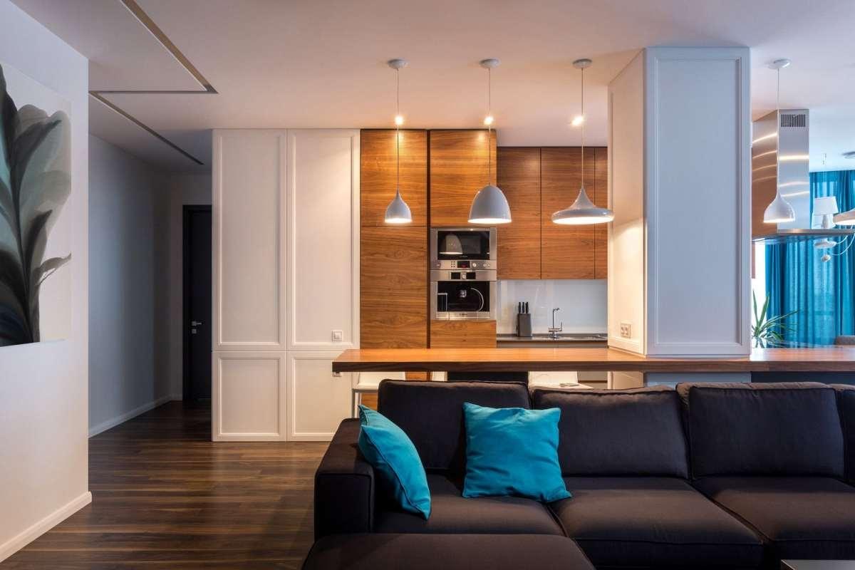 Elutuba koos köögi ja söögitoaga annavad aimu külalislahkest peremehest, kel juures on ruumi ka suurele seltskonnale.