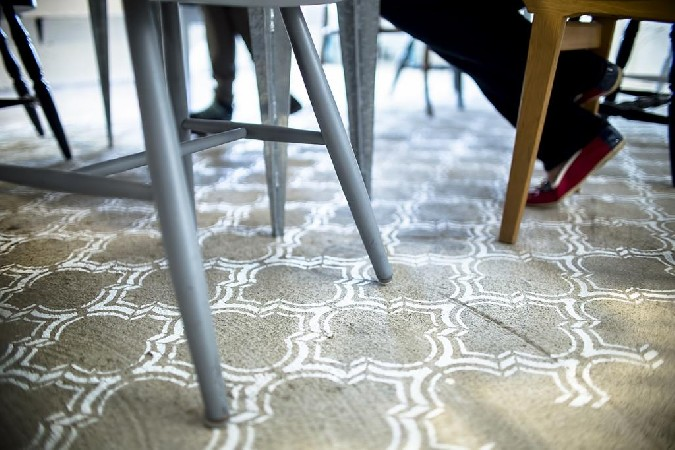 Šablooniga põrandale värvitud vaip, Stencilit Maroko Duo šabloon