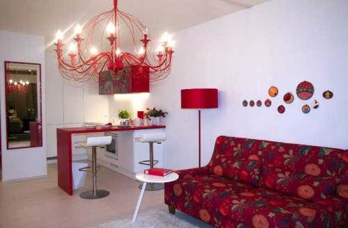 76f854bde20 Hea näide on siinkohal esik, kus kitsasse kapinissi on paigutatud värvikas  mööbel koos erinevate sahtlite, riiulite ja riputuskohtadega.