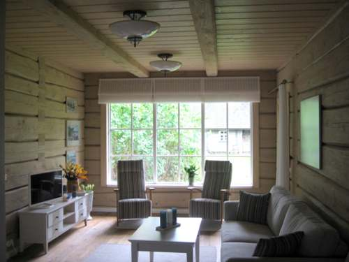 bdc988c20d5 Eriliseks teeb selle kodu kujundamise asjaolu, et kõik otsused sai tehtud  kaugjuhtimisel – sisekujundaja Tartus ja pererahvas Saaremaal.
