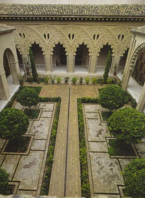 Fotol: Aljaferia sisehoov ehk Püha Isabeli hoov Hispaanias.