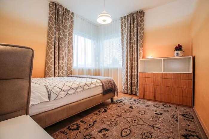 Magamistuba - seintel on sujuv värvide üleminek