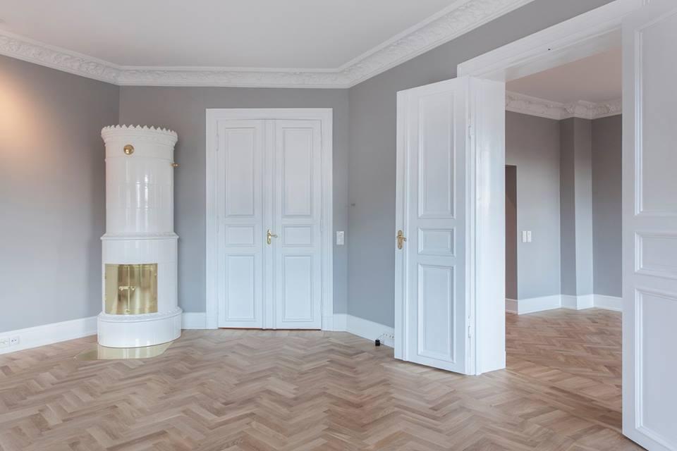 Tahvel-siseuksed ja põrandaliistud valmistas korterisse Eesti mööblitootja SISUKO