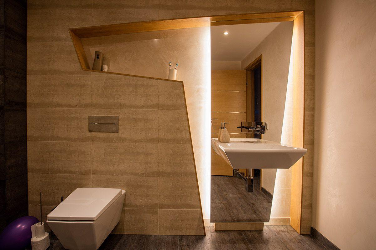 Disaineri jooniste järgi valminud vannitoalahendus.