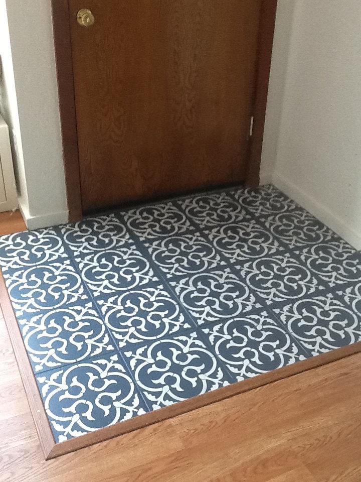 Keraamiliste plaatide värvimine põrandal