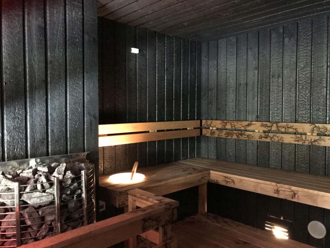 puidust dekoratiivplaadid sauna seinas