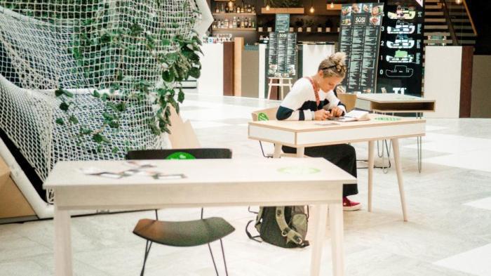 Radis Furniture kutsub õpilasi T1-aatriumi kooli kodutöid tegema!