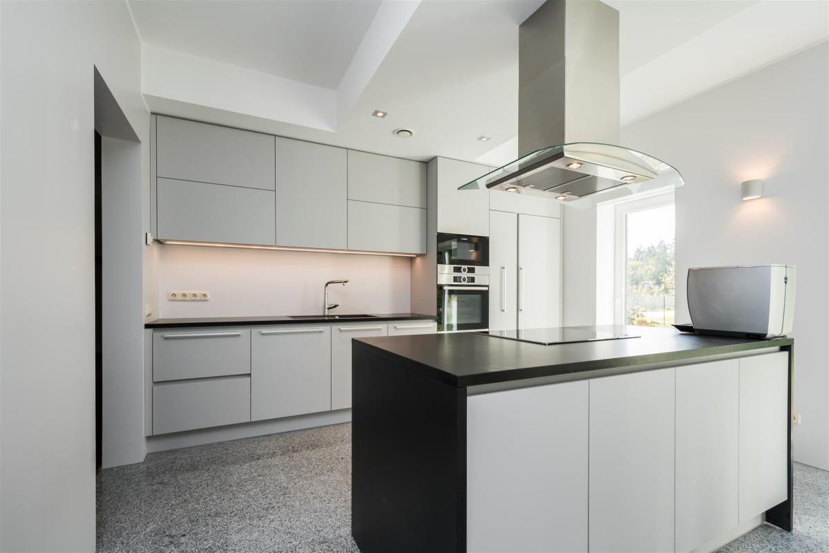 Läbimõeldud valguslahendusega köök