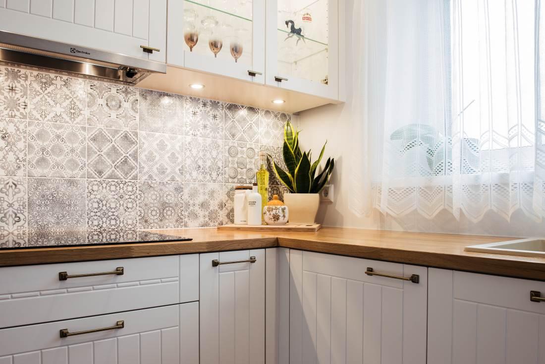 Klassikalises stiilis köögikapi uste käepidemed