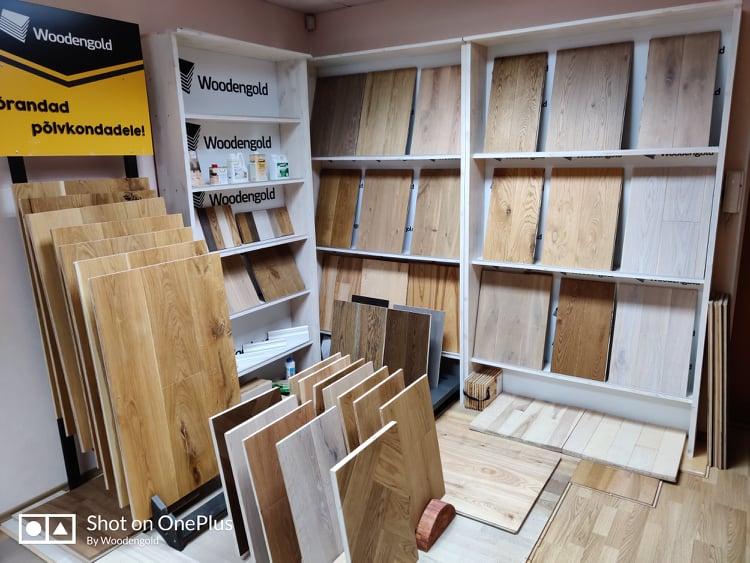 Woodengold kasutab parketi aluspõhja tootmises ainult kõrgekvaliteetset Venemaalt pärit spetsiifilist niiskuskindlat vineeri
