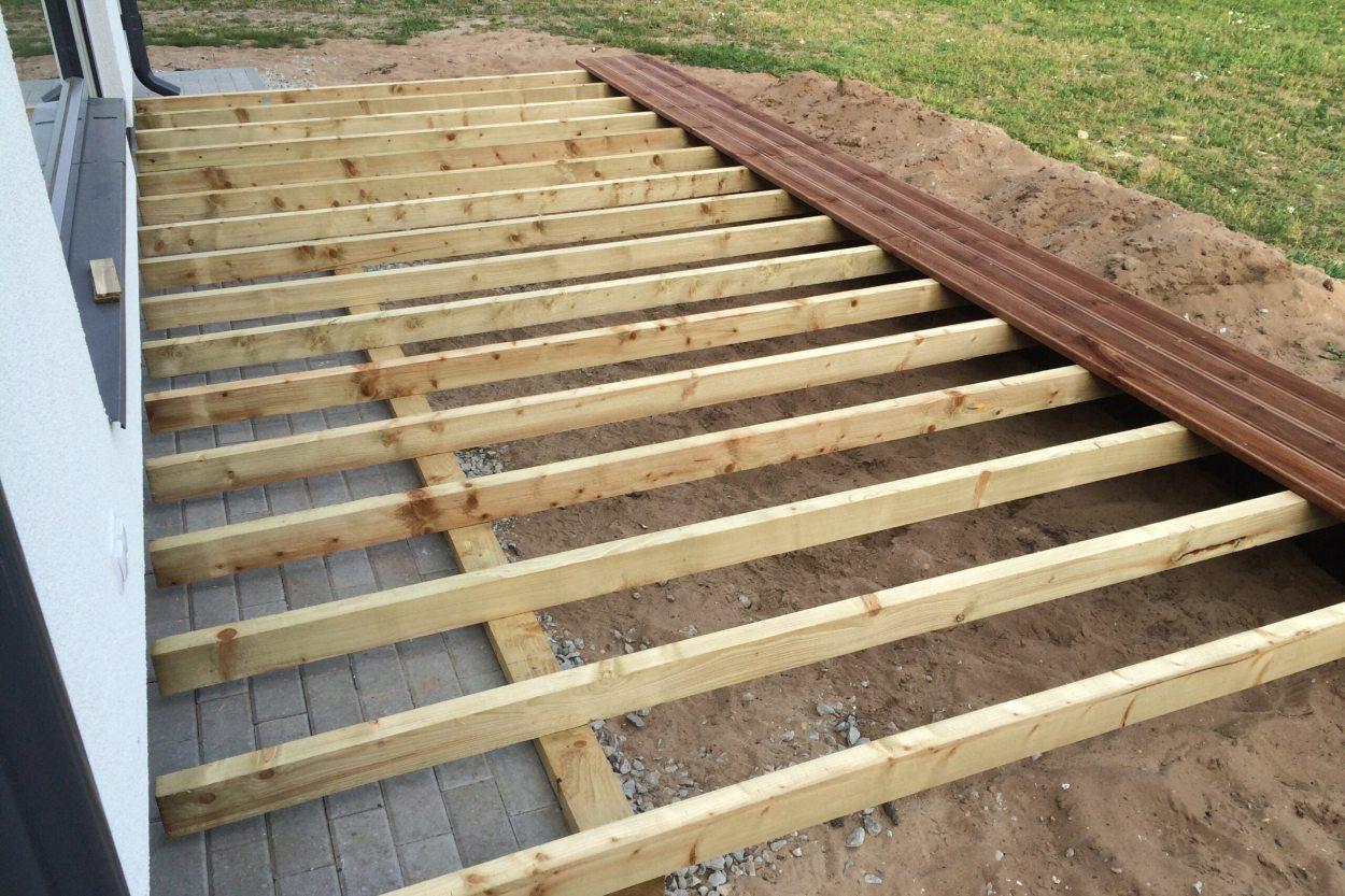 Terrassi puitkonstruktsiooni on Fibo vundamendi külge lihtne kinnitada Fibo kruvidega